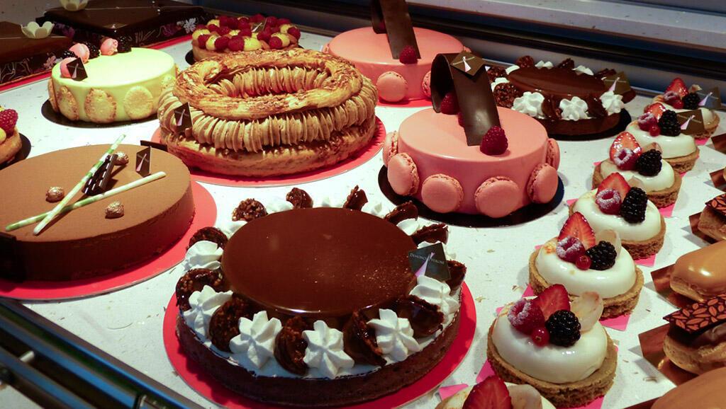 """Tortas em uma """"pâtisserie"""" francesa"""