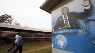 Une fresque représentant l'ex-président Laurent Gbagbo, dans son village de Mama, dans l'ouest de la Côte d'Ivoire