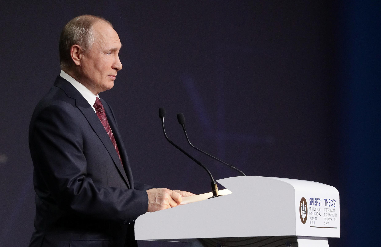 Le président russe Vladimir Poutine au Forum économique international de Saint-Pétersbourg (SPIEF) à Saint-Pétersbourg, en Russie, le 4 juin 2021.