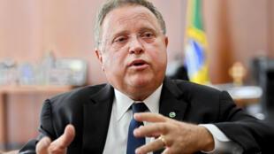 Le ministre de l'Agriculture brésilien, Blairo Maggi, essaie de défendre la qualité de la viande et du contrôle sanitaire de son pays.
