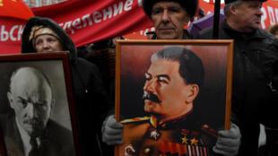 Những người Cộng Sản Nga diễu hành nhân dịp kỷ niệm cách mạng tháng 10 Nga, ngày 7/11/2016.