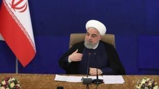 Rais wa Iran Hassan Rohani akiongoza mkutano wa serikali Mei 6, 2020 huko Tehran.