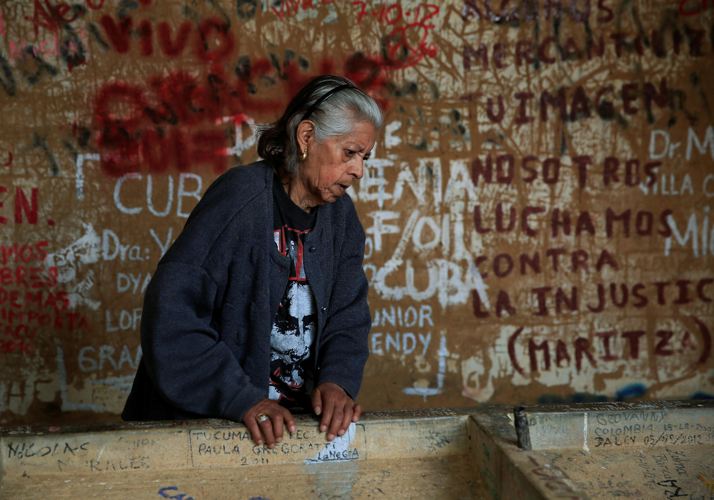 Susana Osinaga Robles fue la enfermera que lavó el cuerpo del Che Guevara en el lugar donde hoy posa, el 7 de octubre de 2017.
