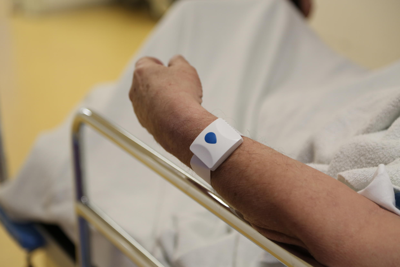 Una pulsera para seguir la pista de los pacientes en tiempo real.
