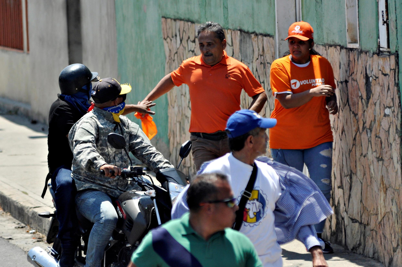 Lors d'une manifestation des soutiens à Juan Guaido à Barquisimeto, dans l'ouest du Venezuela, le leader de l'oppositions et ses partisans ont été la cible d'attaques, samedi 29 février 2020.