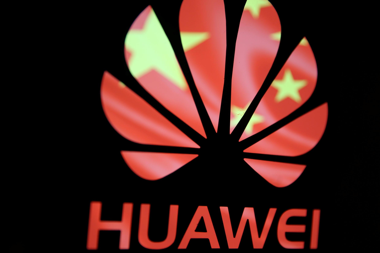 Thương hiệu Hoa Vi (Huawei) với quốc kỳ Trung Quốc. Ảnh minh họa chụp ngày 12/02/2019