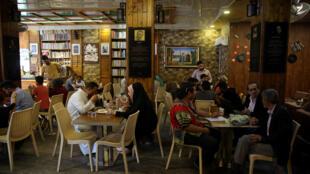 Ảnh minh họa: Một quán cà phê ở Bagdad, ngày 11/05/2018.