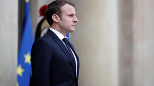 愛麗舍宮等候來賓的法國總統馬克龍