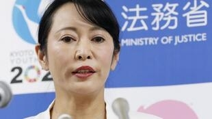 """En Japón, la ministra de Justicia Masako Mori calificó la huida de Carlos Ghosn de """"crímen en sí"""". Aquí en conferencia de prensa este 9 de enero de 2020 en Tokio."""