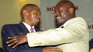 Septembre 2006, le président Pierre Nkurunziza (à droite) et le leader du FNL Agathon Rwasa, avaient déjà signé un accord de paix à Dar es Salaam.