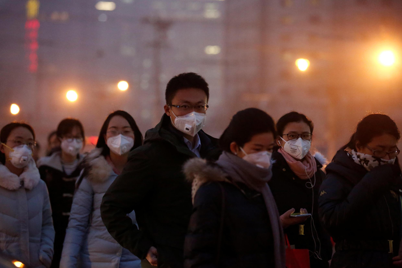 População de Pequim enfrenta frequentemente graves picos de poluição.