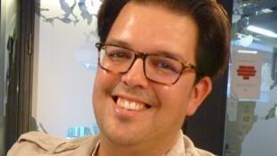 Emiliano González Toro en los estudios de RFI