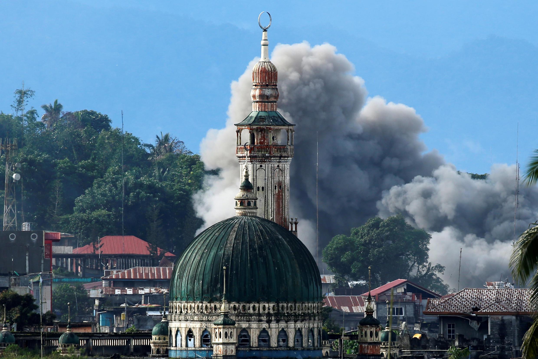 伊斯蘭聖戰武裝盤踞的馬拉維硝煙瀰漫,菲律賓政府軍正在發動攻擊。