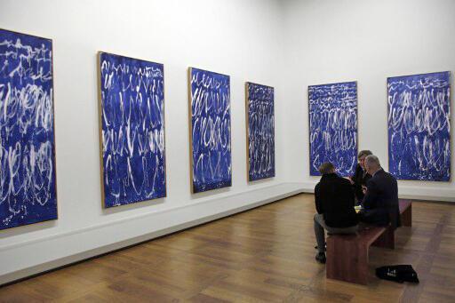 Les oeuvres de l'artiste Cy Twombly réalisées en Italie en 2008 et exposées dans un musée à Abu Dhabi en 2014.