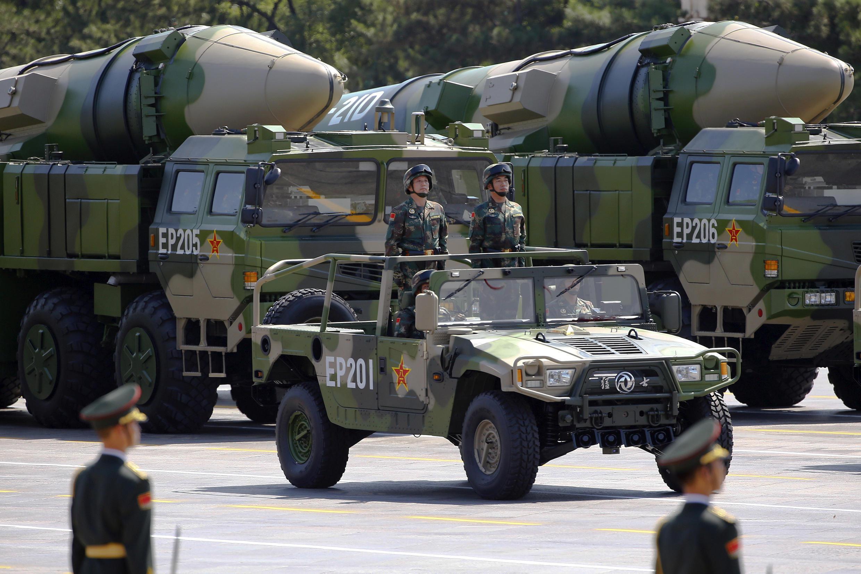 Tên lửa đạn đạo DF-21D của Trung Quốc diễu binh trên quảng trường Thiên An Môn, Bắc Kinh, nhân kỷ niệm 70 năm kết thúc Thế chiến II, 03/09/2015.