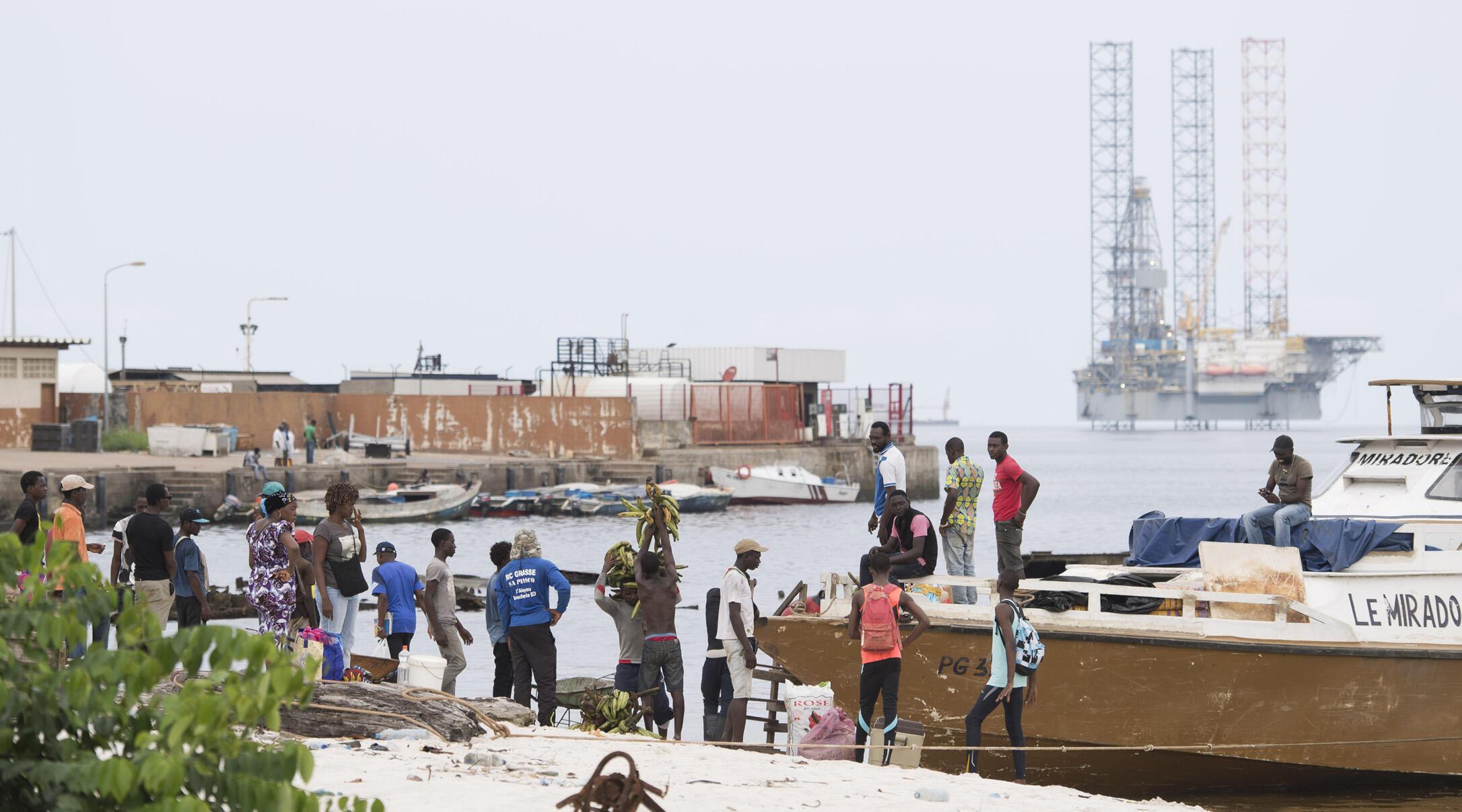 Une plate-forme pétrolière au large des côtes de Port-Gentil, la capitale économique du Gabon.