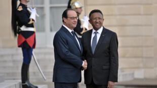 Le président Hollande a accueilli à l'Elysée son homologue malgache Hery Rajaonarimampianina