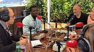 Sébastien Jédor avec le réalisateur Djinn Carrenard, le directeur de la Quinzaine Edouard Waintrop et le directeur de la Semaine de la Critique Charles Tesson à la table ronde de l'émission Tous les cinémas du monde.