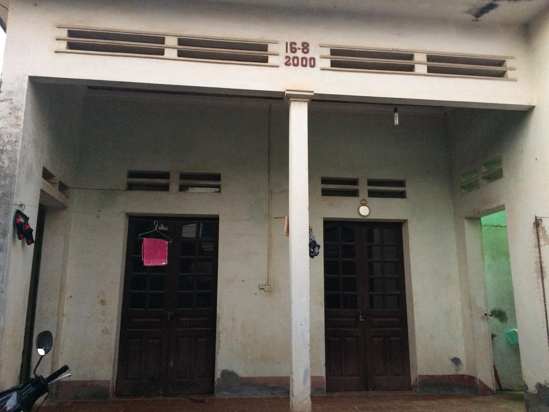 Một ngôi nhà được nâng cao tường và thay mái chống nóng.