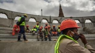 Mai 2020, le chantier du futur colisée est engagé sur le site historique du palais de la reine, le Rova, dans la capitale malgache, Antananarivo.