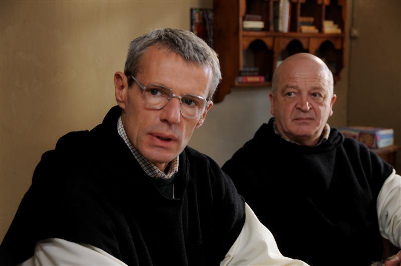 Актер Ламбер Уильсон (слева) в роли брата Кристофа.