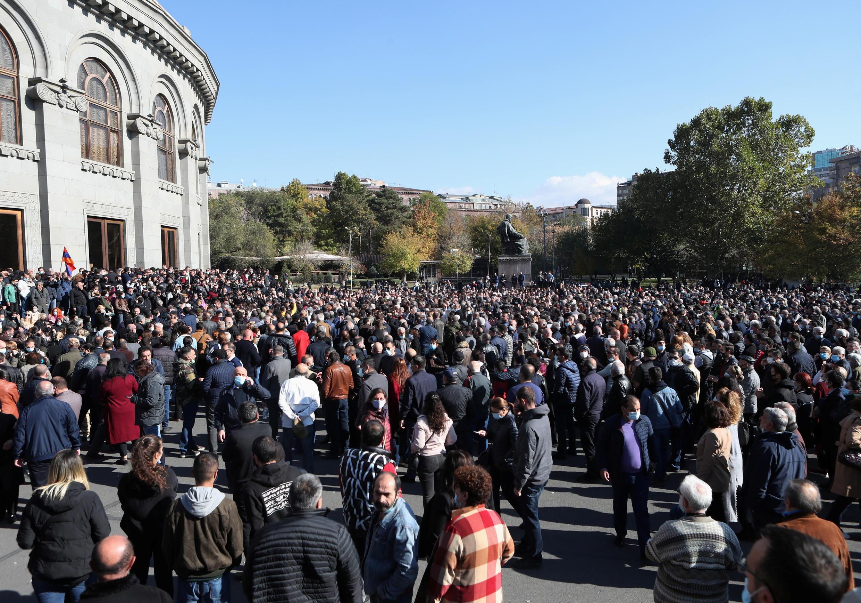 2020-11-11T105917Z_1404682998_RC2Y0K9SHKIL_RTRMADP_3_ARMENIA-AZERBAIJAN-PROTESTS