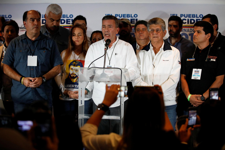 Les leaders de l'opposition vénézuélienne à Caracas après leur défaite aux élections régionales, le 15 octobre 2017.