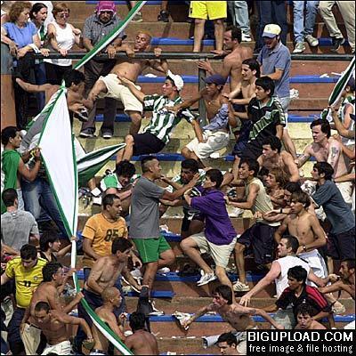 La violencia en el fútbol argentino está asociada al fenómeno de las barras bravas