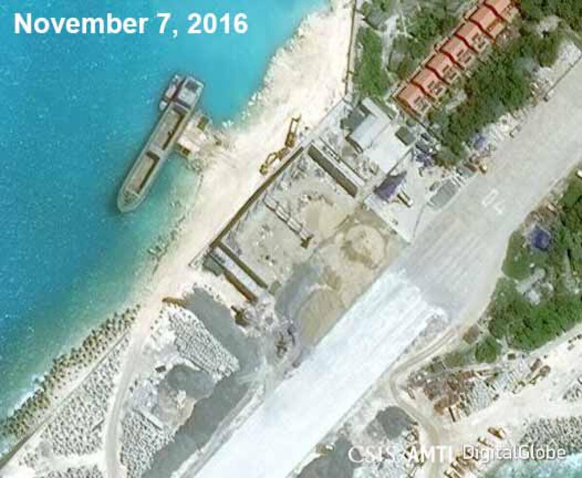 Ảnh vệ tinh chụp nhà để máy bay mà Việt Nam đang xây ở Trường Sa.