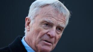 L'ex-patron de la FIA Max Mosley interviewé à l'issue de son audition devant la commission de la culture et de l'éthique des médias à Londres, le 29 novembre 2012