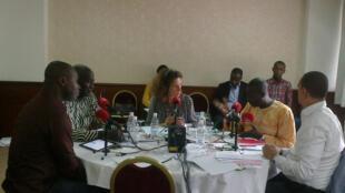 De gauche à droite : Jean-Noel Gogoua, Farikou SOUMAHORO, Emmanuelle BASTIDE, Mairus COMOE, Moussa KONE