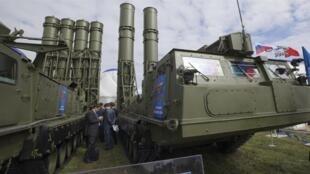 روسیه از تصمیم خود برای تحویل سامانه موشکی اس-300 به سوریه خبر داد.