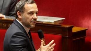 Le secrétaire d'État Adrien Taquet à l'Assemblée nationale.