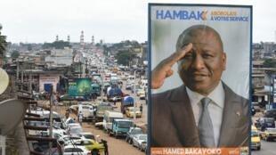 Hamed Bakayoko, surnommé «Hambak», a successivement été leader étudiant, journaliste, patron de radio, député, maire d'Abobo, ministre de l'Intérieur, de la Défense, puis Premier ministre.