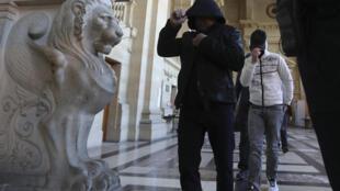 Участники ячейки «Канны-Торси» во Дворце правосудия в Париже