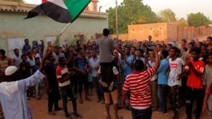 Protesto em Cartum contra o Conselho Millitar de Transição que comanda o Sudão.