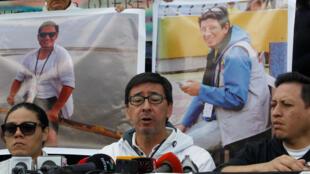 Ricardo Rivas, frère de l'un des journalistes enlevés, s'adresse à la presse le 1er avril 2018.