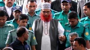 លោក Delwar Hossain Sayedee ប្រធានគណបក្សអ៊ីស្លាម Jamaat-e-Islami ក្នុងប្រទេសបង់ក្លាដែស