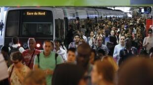 Quang cảnh buổi sáng ở Gare du Nord - Reuters /Gonzalo Fuentes