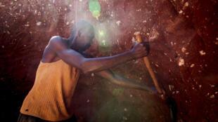 Un mineur dans une mine de cobalt, près de Lubumbashi.