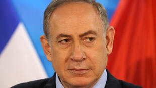 Primeiro-ministro israelense, Benjamin Netanyahu, foi interrogado pela polícia nesta sexta-feira, 27 de janeiro de 2017