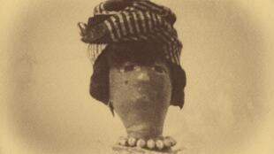 Une poupée à l'effigie de Suzanne Lacascade.