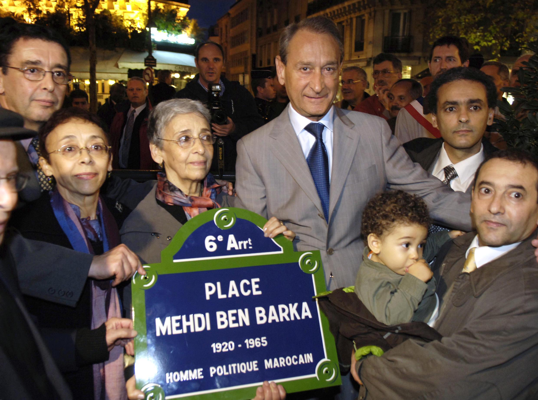 Le 31 octobre 2005, le maire de Paris Bertrand Delanoë inaugure une place en hommage à Mehdi Ben Barka en présence de ses proches, dont sa veuve.