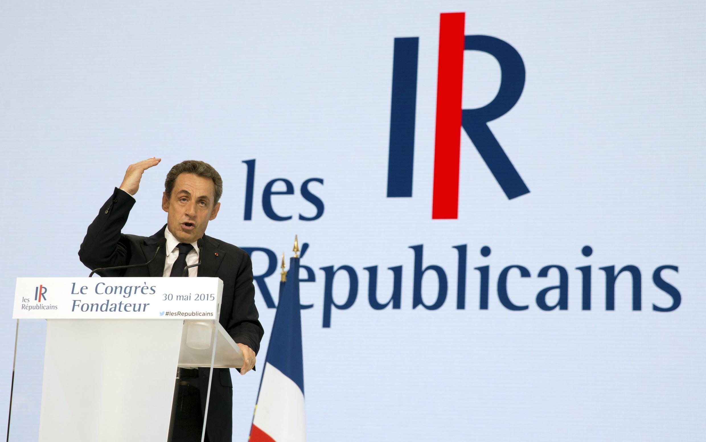 """Cựu Tổng thống Pháp Nicolas Sarkozy và tên mới của đảng UMP """"Những người Cộng hòa"""", ngày 30/05/2015."""