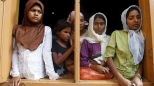 Theo hãng tin Malaysia, phụ nữ Rohingya vượt biên thường bị hãm hiếp trong các trại tỵ nạn - REUTERS /Roni Bintang