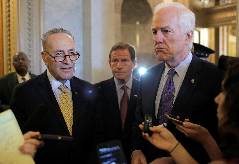 Des sénateurs américains s'expriment devant la presse après le vote de la loi autorisant les victimes du 11-Septembre à poursuivre Ryad. Le 28 septembre 2016.