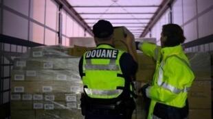 Hải quan Pháp kiểm tra hàng nhập từ Anh Quốc tại cảng Ouistreahm, ngày 12/09/2019