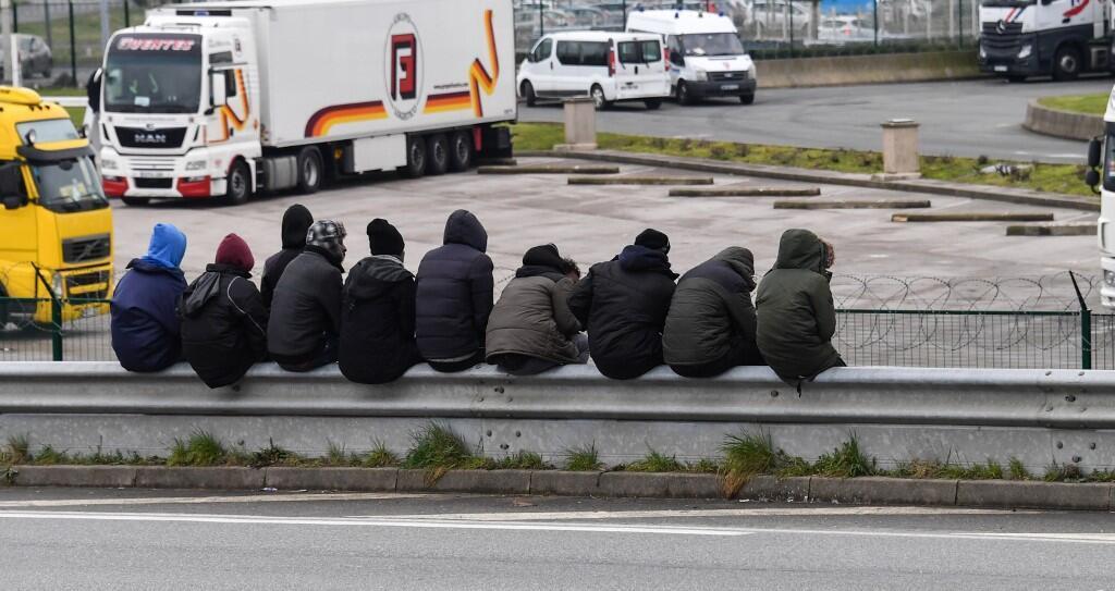 Migrants à Calais, le 30 mars 2018.