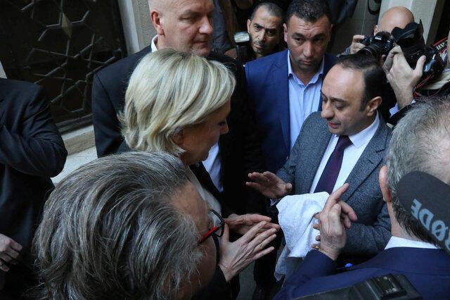 Marine Le Pen refues a headscarf  for her meeting Lebanon's Grand Mufti Sheikh Abdellatif Derian