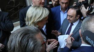 Marine Le Pen recebeu um véu para utilizar durante o encontro com a maior autoridade sunita no Líbano presidida pelo mufti.